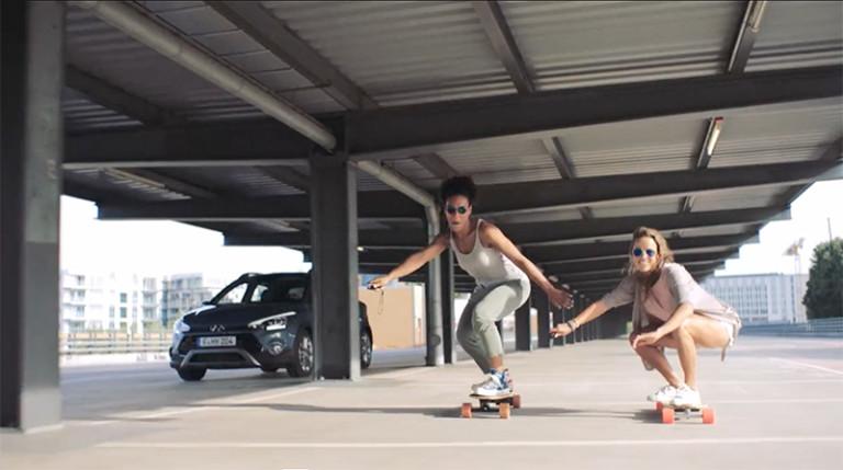 ELLA JOSEPHINE EBSEN Hyundai i20 active – Urban Sports