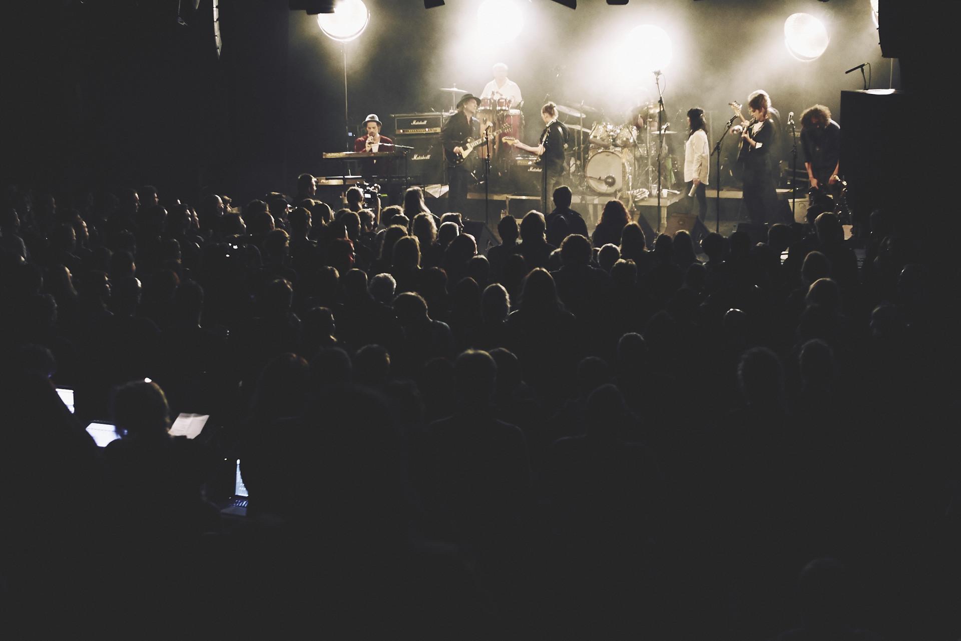 ELLA JOSEPHINE EBSEN Ton Steine Scherben »Tournee«